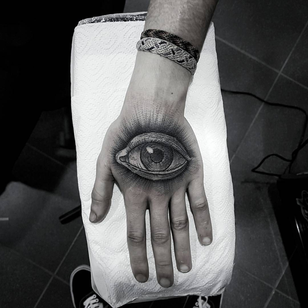 GOOD HANDS TATTOO
