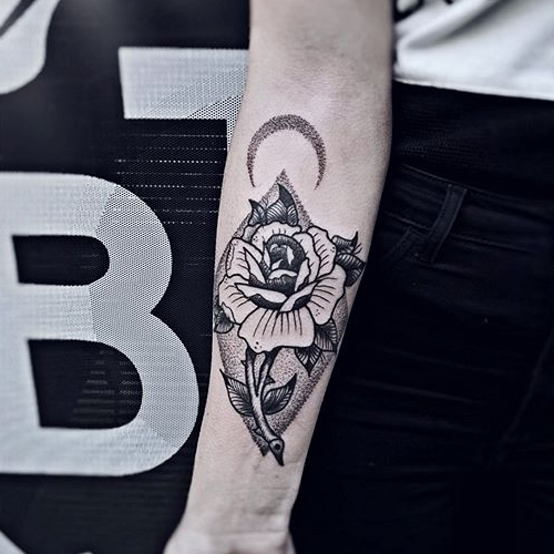 Тату роза с шипами значение